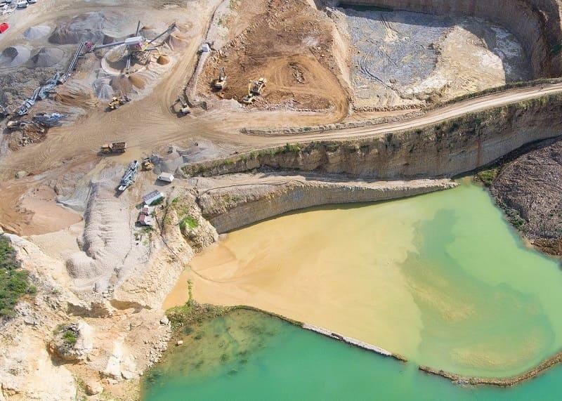 Análisis de drenaje ácido en minería